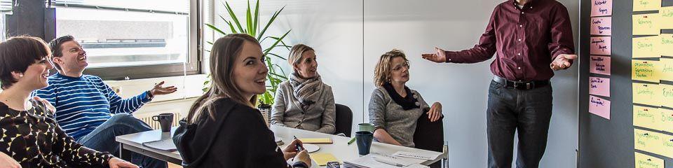 INeKO-Systemisches-Coaching -  Teilnehmer in einer Kleingruppe